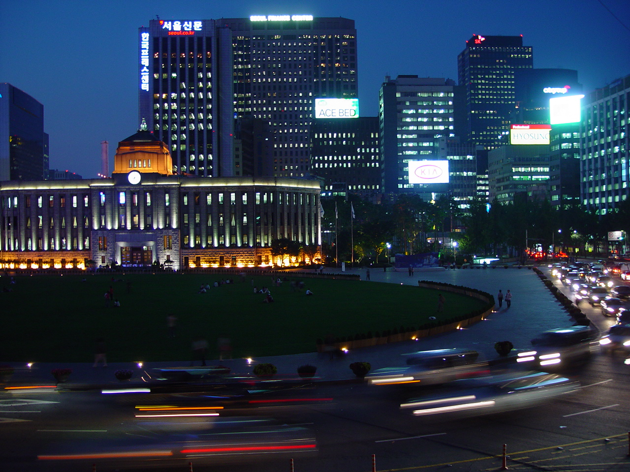 seoul-plaza-south-korea-2-1447086